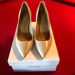 Calvin Klein Bone Pumps